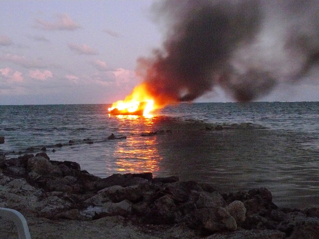 Hot Water Pump >> Boat completely destroyed by fire at sea - The San Pedro Sun