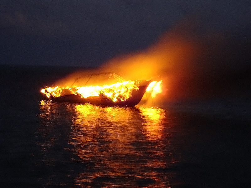 Boat Completely Destroyed By Fire At Sea The San Pedro Sun