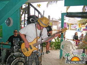 Blues-Dogs-Perform-at-Estels-3