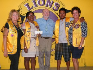 Coon-Valley-Donates-to-Lions