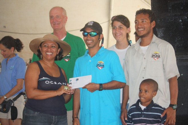 Shepherd gives 2nd & 3rd Prizes to Splash Dive Shop