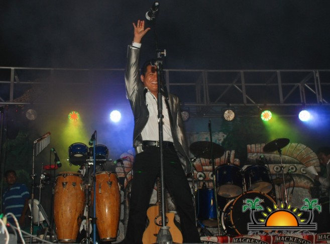 Los Yonics in Concert-3