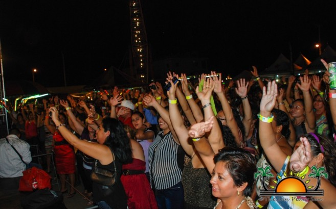 Los Yonics in Concert-5