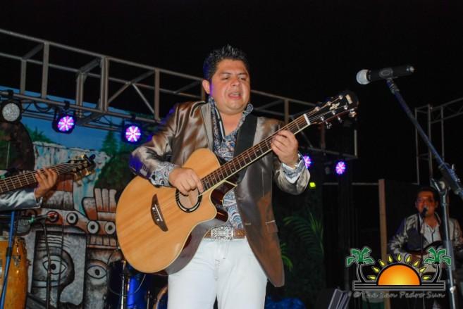 Los Yonics in Concert-7