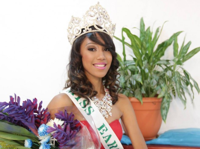44 Miss Earth Amber Rivero