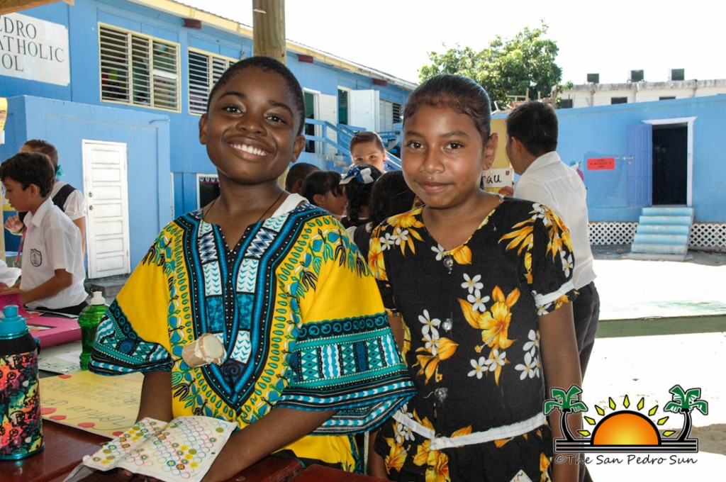 garifuna clothing What is the traditional clothing of belize a: quick answer mayan natives make a square piece of cloth into a blouse, which is called a huipil.