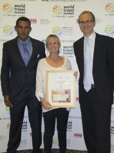 ReefCI Founder Polly receiving award