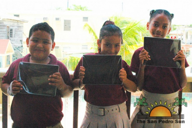 Isla Bonita Elementary receive iPad Donation-1
