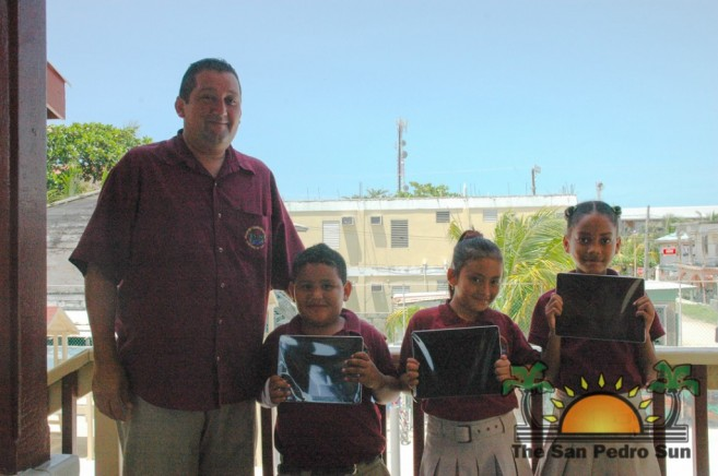 Isla Bonita Elementary receive iPad Donation-2