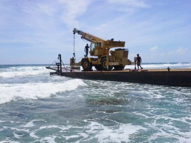 Submersible Removed Barrier Reef-2