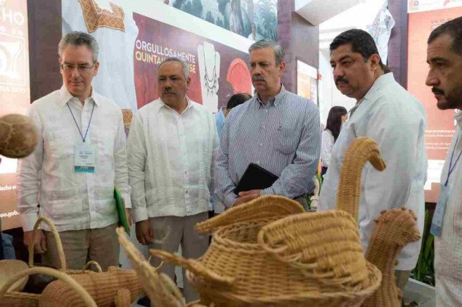 Hon Erwin Contreras and other delegates view some of the products on display during Foro de Cancun 2015