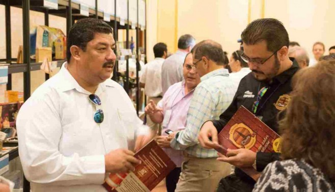 Hon. Erwin Contreras interacting with visitors to Foro de Cancun 2015
