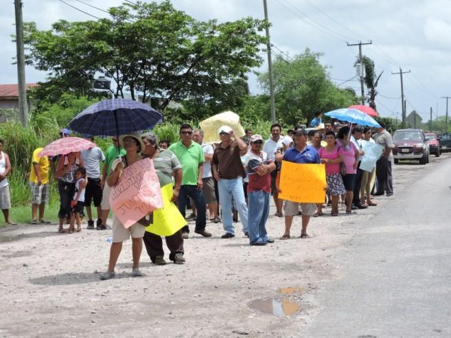 32 Cane Farmers Protesting