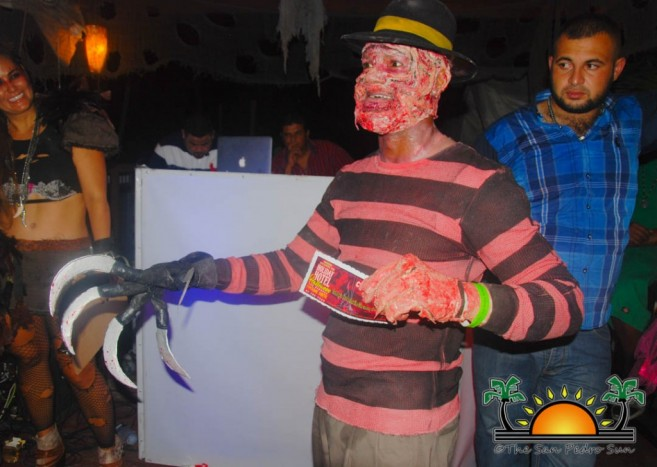 2016-holiday-hotel-halloween-party-16