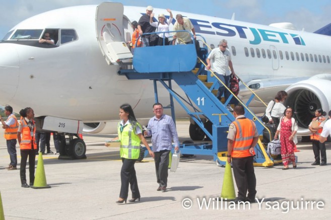 westjet-lands-in-belize-2